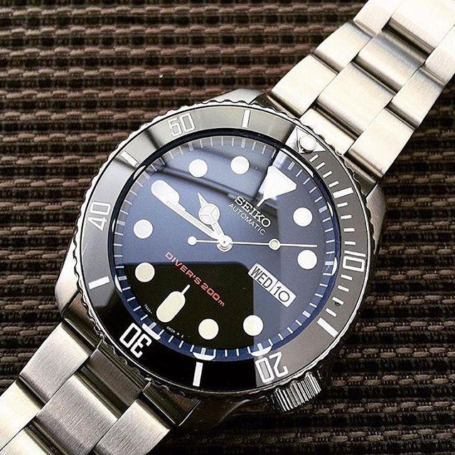 Mesmerising blue tint of AR coating on Double Dome Sapphire Crystal • Courtesy of @tappymappy Explore modification ideas and designs at www.DLWwatches.com #seiko #seikomod #skx007 #skx009 #bezel #ceramicbezel #seikodiver #seikowatch #diverwatch #watchuseek #instawatch #dailywatch #watchporn #watchfam #watches #watchnerd #watchshot #watchpic #rolex #sub #submariner #dlwwatches #dlw