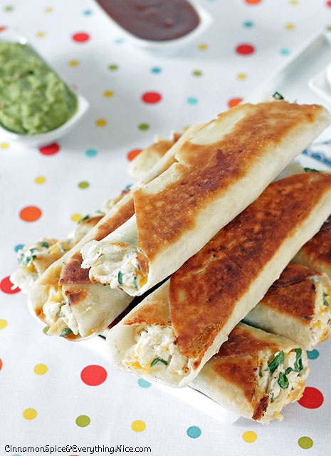 Cheese Chicken Spinach Taquitos ~ Tortillas rolled with a shredded chicken, cream cheese, cheddar, salsa and spinach filling with dipping sauces on the side for dunking. They have an addicting crunch that gives way to creamy, cheesy insides that will turn these into fast favorites. ♥