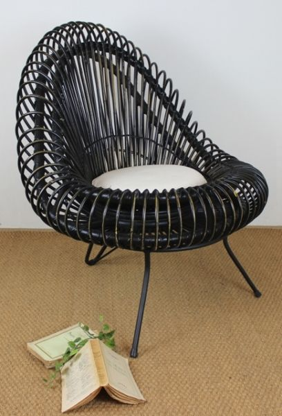 This unique 1960's style tub chair surely is a stand out piece. Standing on iron legs and made from thick rattan in a blackwash finish, its beautiful shape is alluring and makes for a wonderful feature chair.