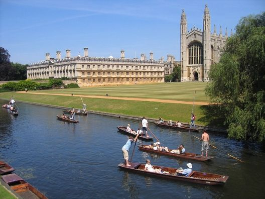 King's College and River Cam, Cambridge, Cambridgeshire, England, UK