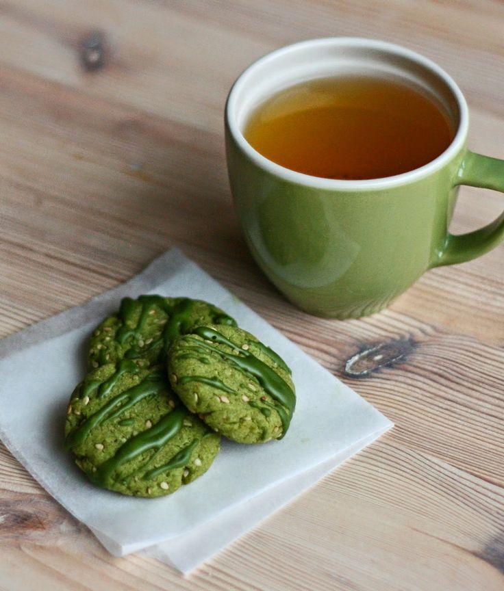 Japan inspired treat: matcha and sesame seed cookies.  Vegan - by Maikin mokomin
