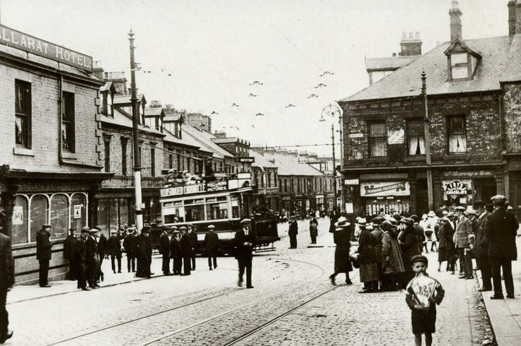 The Ballarat Hotel in North Shields, 1910 [40 years later, very familiar streets for me]