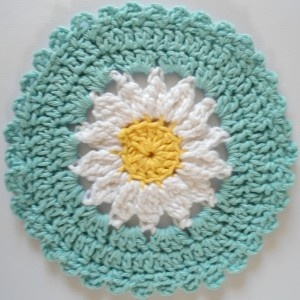 This site has a new crochet dish cloth pattern for every day of this year.: Crochet Daisy, Free Pattern, Daisy Dishcloth, Dishcloth Pattern, Crocheted Dishcloth, Crochet Dishcloths, Crochet Patterns
