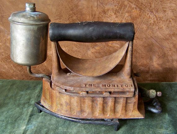 Old Steam Iron ~ Antique gas iron the monitor white powered