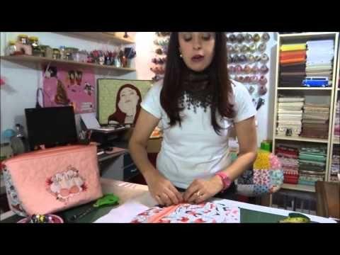 Aprenda com a Patrícia Avancci, do Stylo Patch a fazer um lindo porta lingerie com os nossos tecidos.A lista de materiais você confere no vídeo.Atenção: essa peça não precisa de molde.