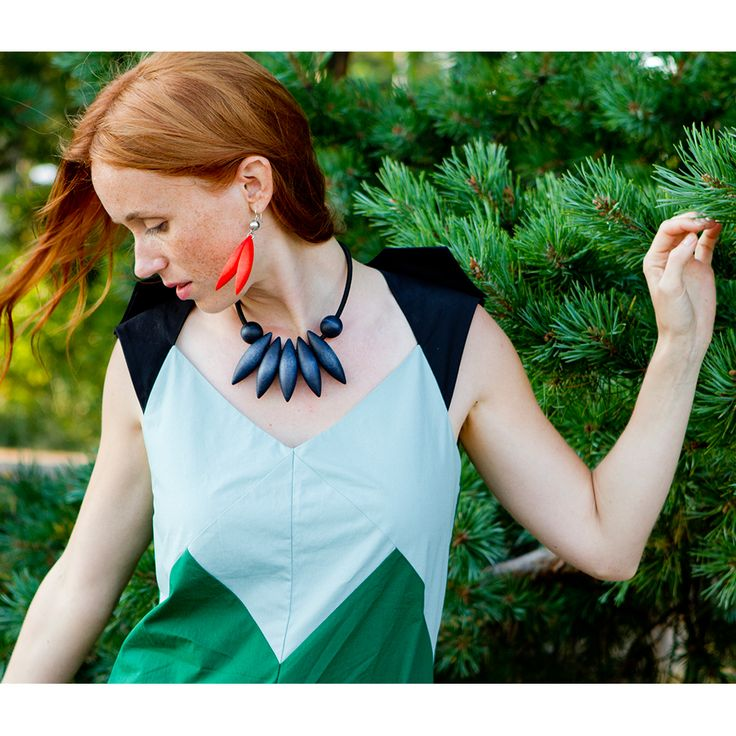 Aarikka - Necklaces : Jalava necklace. Jalava provides an impressive combination of design and elements close to nature. The collection also includes the Jalava earrings. Designer: Marianne Siponmaa.