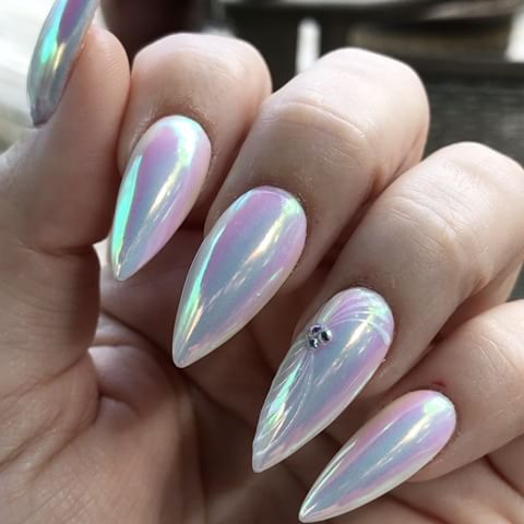 A little indirect outdoor light to show of Luminaura #socialclaws #mirrornails