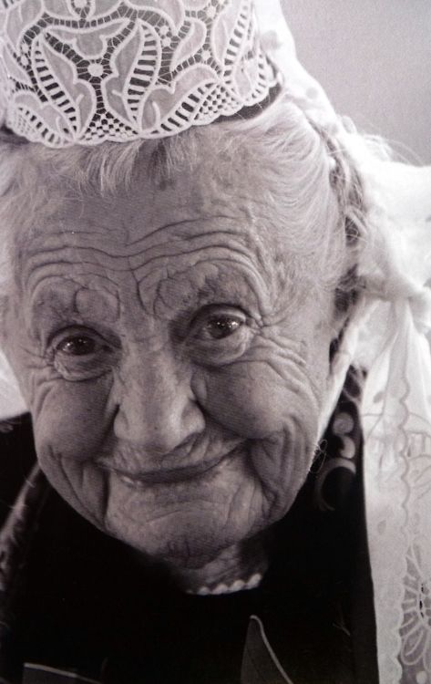 Mamm'Goz - Grandmother:  An elderly lady from Bigouden Country.