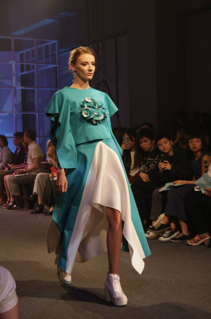 On-The-Runway: Turquoise Draped Sleeves Top with Triangular Skirt