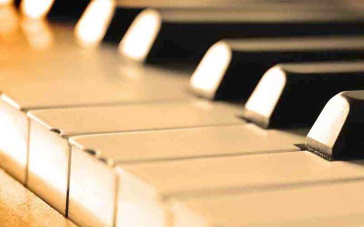 """Ciclo de 12 miniaturas para piano solo """"As Estações Meridionais""""  Na mesma ideia de """"Les Saisons"""" de Tchaikowsky, Cimirro compôs """"As Estações Meridionais"""", um ciclo de 12 miniaturas para piano solo, uma para cada mês. Cada peça possui um poema especial (que serve de inspiração para a obra) escrito por sua esposa, a escritora e socióloga Anita Cimirro.  http://paginacultural.com.br/ciclo-de-12-miniaturas-para-piano-solo-as-estacoes-meridionais/  #cultura #música #"""