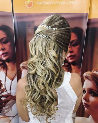 Discover penteadossonialopes's Instagram * MACEIÓ/AL * Últimas 3 Vagas  Master em Penteados dias 04 e 05 de Setembro/2017 ✨ #PenteadosSoniaLopes ✨ . . . #sonialopes #cabelo #penteado  #noiva #noivas #casamento #hair #hairstyle #weddinghair #wedding #inspiration #instabeauty #beauty #penteados #novia #tranças #inspiração  #tutorial #tutorialhair  #noivasmaceio #maceio #lovehair #videohair  #curl #curls #trança #cabeleireiros #peinado 1592119756693254767_1188035779