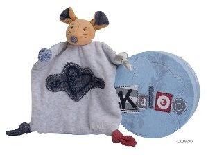 Kaloo Doudou Souris Coeur Tendre Blue Denim chez Doudouplanet.com - 21719 #kaloo  Depuis sa création en 1998, Kaloo s'est donné pour mission de construire des univers pour bébés, innovants et uniques.  Vous recherchez un doudou kaloo, un lapin kaloo, une collection kaloo spécifique, telle que kaloo blue, kaloo liliblue, kaloo lilirose, kaloo lollies, kaloo plume, nous aimons aussi l'ours kaloo, les tapis d'éveil kaloo, le tour de lit kaloo, et le kaloo patapouf.