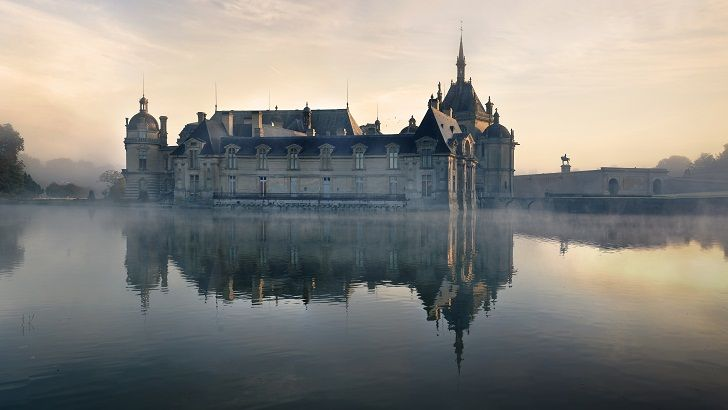 Drive down Paris Charles de Gaulle Airport and in about 20 minutes, Picardy ushers you into another world, with vast stretches of lands, serenity in the air and a way of life that oscillates between the past and the present.