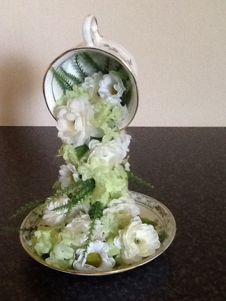 White falling flowers from tea cup - DIY  Great for Wedding centerpieces.   http://diy-enthusiasts.com/diy-home/diy-home-decor-gift-idea-flying-cups/