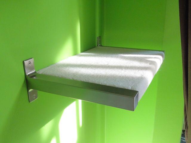 Ikearegal mit Teppich überzogen ... auch eine gute Idee