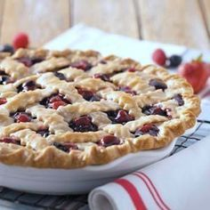Easy Dessert Recipe for Mixed Berry Pie