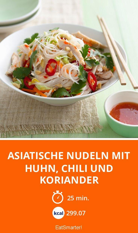 Asiatische Nudeln mit Huhn, Chili und Koriander - smarter - Kalorien: 299.07 Kcal - Zeit: 25 Min. | eatsmarter.de