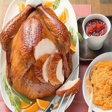 Thanksgiving-Truthahn mit Preiselbeersauce und Süßkartoffelbrei