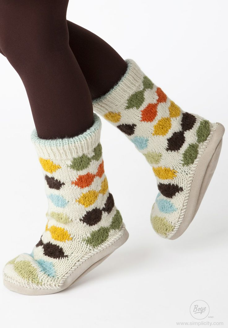 Another simple free knitting project! The harlequin twist on these mukluks makes them an instant classic & fun to wear! #FreeProject #Knit #DIY #Boye #Simplicity