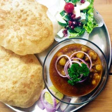 Chola Bhatura – A Typical Indian Street Food