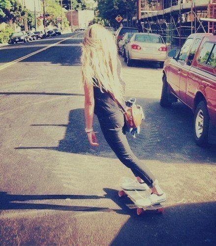 O crescimento do 'surf no asfalto' se deu de uma maneira tão grande que muitos dos jovens da época se renderam ao novo esporte chamado skate. Surgiam então os primeiros skatistas da época.