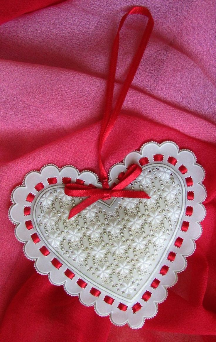 I made this heart shaped lavender sachet as a little gift for my Mom to hang in her clothes cupboard.