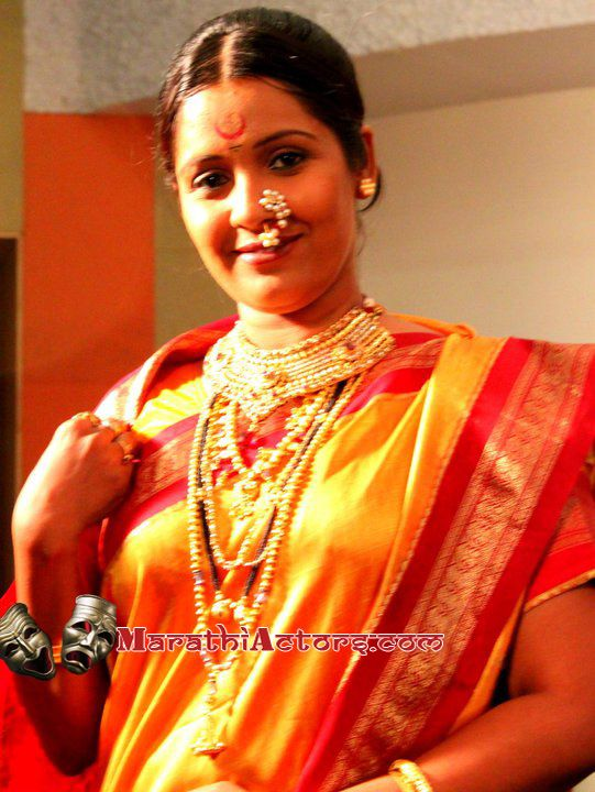 Indian maharashtrian  bride wearing traditional saree and jewellery
