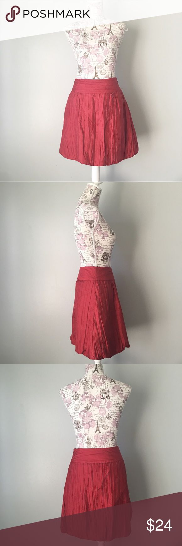 Banana Republic Red Silk Skirt Banana Republic red silk bubble skirt. Zips up side. Has pockets! Size 2 Banana Republic Skirts A-Line or Full