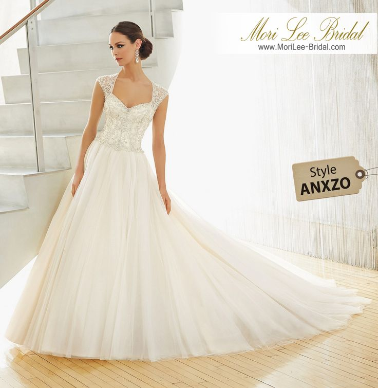 Dress Style ANXZO A crystal beaded bodice with a jewel neckline and illusion back on a soft tulle skirt Inventario de Bogotá Talla 6 Color Ivory/Silver