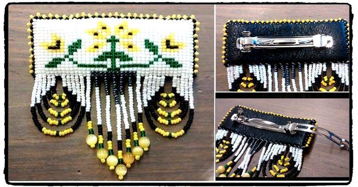 Barrette de perles amérindiennes avec motif de la fleur montagnaise.  #ap001-07  50$/can + taxes et livraison D'une longueur de 10 cm ,8cm de largeur et une hauteur de 1.5 cm  Création de Alyce Paishk Authentique Originea pour mission de perpétuer