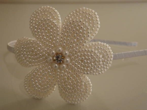 Casquete Flores Brancas com Bordado