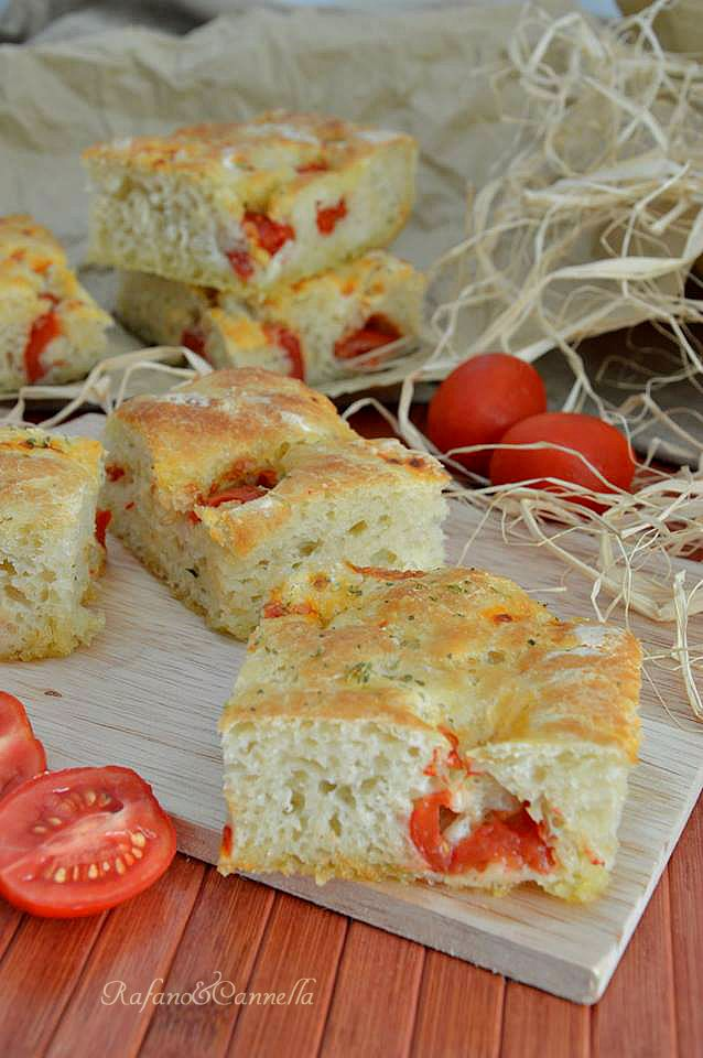 Focaccia morbida con le patate (cucl mudd)   http://blog.giallozafferano.it/rafanoecannella/focaccia-morbida-con-le-patate-cucl-mudd/