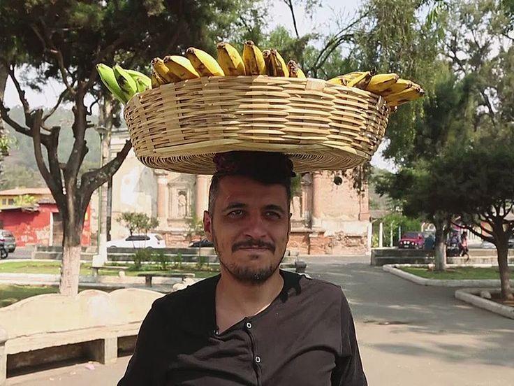 Еда, я люблю тебя 5 сезон 8 выпуск: Гватемала http://www.yourussian.ru/172928/еда-я-люблю-тебя-5-сезон-8-выпуск-гватемала/   Место вечной весны и родина растворимого кофе подарила Коле шанс узнать уличную еду, Эдуард пойдет в гости к семье, а Вова оценит роскошные рестораны. В основе традиционных блюд гватемальской кухни лежат бобы, кукуруза и мускатная тыква. При этом в рационе местных жителей присутствуют и мексиканские блюда, но их заметно отличает отсутствие остроты. Котлета из перца…
