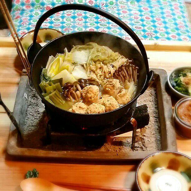 今日の晩御飯は囲炉裏で鶏つくね鍋♪ 柚子こしょうと味噌だれでいただきます\(^o^)/ - 62件のもぐもぐ - 今日の晩御飯♪ by kyuja