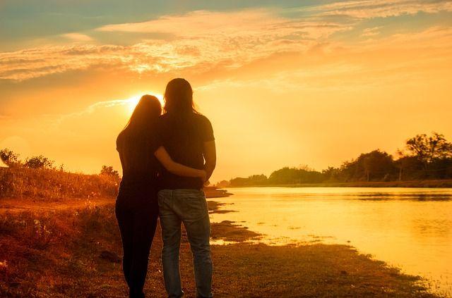 Истина заключается в следующем: ваша жизнь тогда будет лучше, когда лучше будете вы. Вы можете вообще ничего не достичь, если не будете совершенствоваться. Если хотите иметь лучшую семью, вы должны быть лучшим супругом и родителем. Если хотите иметь лучшие отношения с окружающими, вы должны стать лучшим человеком. Ваш мир станет лучше только тогда, когда вы станете лучше.  Брайан Трейси