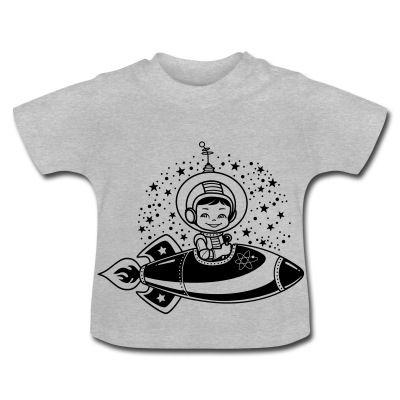 Camiseta de manga corta para bebés, 100% algodón de cultivo biológico. En el hombro izquierdo se encuentran botones automáticos hechos sin níquel para ampliar la abertura y que el vestir y desvestir al bebé se haga más fácil. #spreadshirt #mycshopspreadshirt #babytshirt #camisetabebe #fashionbaby #cute #nice #beautiful #style #babystyle #modabebe #cosmicboy #cosmic #naveespacial #space #espacio #estrellas #stars #astronauta
