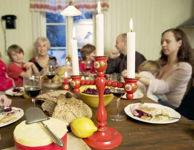 """How to Say """"Merry Christmas"""" in Swedish"""
