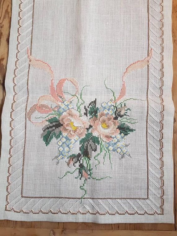 Beautiful floral cross stitch embroidered tablerunner tablecloth /doily in good condition. Spotless. The size is: 43 x 15 The material is linen, cottonthread International shipping Also offer combined shipping and refund if the shipping cost is overpaid. Contact me if you have