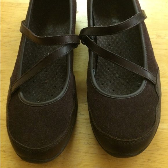 Ladies Skechers  sz 7 1/2 Ladies brown suede skechers Like new. Great tread on them. Size 7 1/2 Skechers Shoes Flats & Loafers