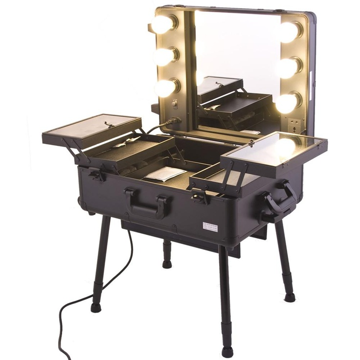 Pro Studio Makeup Case with Light I would so want this!