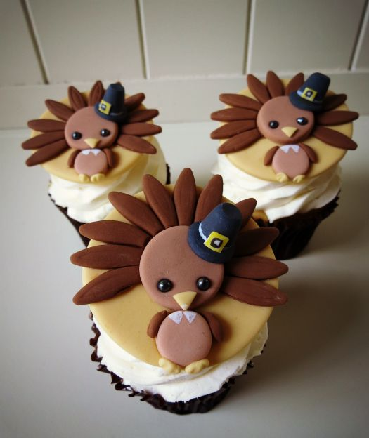 You can learn how to make cute turkey cupcake toppers. These adorable fondant toppers are sure to get a great reaction from the kids at Thanksgiving!
