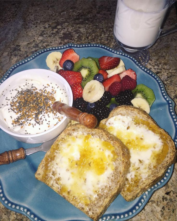 E breakfast sprouted toast with a Happy Farms light cheese wedge (from Aldi) and @natureshollow sugar free peach preserves Karen Bunch 0% Greek yogurt sweetened with a truvia packet and some maple extract and topped with a lil chia and flax seeds and fruit salad with a kiwi berries and 1/2 a banana. Had a glass of Adriana Giraldo fat free milk for an extra dose of protein ( 13 g). I love it when I've just been grocery shopping and I've got all the fresh fruits!! This sprouted bread (fr...