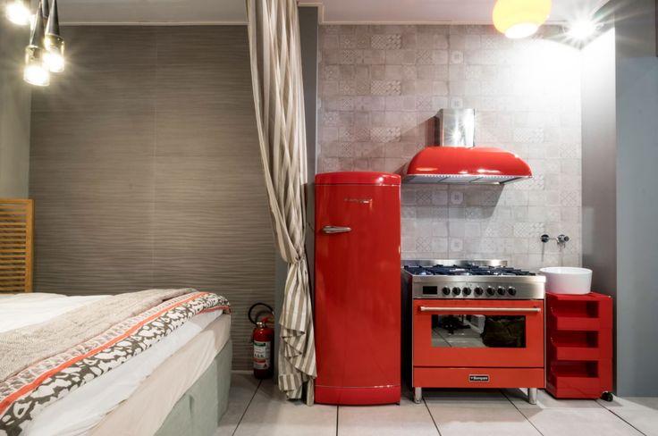 Trittico in Rosso per Bompani! Frigorifero #retrò, #Cappa e #Cucina #Freestanding, tutti in esposizione alla zona #Cersail di #Cersaie2016 #Cersaie #Bompani #architettura #Frigoriferi #Design #arredamento #MadeInItaly #red #rosso #fridge #oven