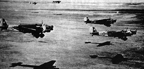 Бельчите (Belchite) - город-призрак в Испании   Вся вина городка Бельчите в том, что рядом — Сарагоса, крупный, стратегически важный населенный пункт. Сарагосой возмечтали овладеть республиканцы (протеже СССР) после неудачной пробы взять Мадрид в июле 1937 г., когда в бою у Брунете армия Хосе Мьяха потеряла 25 тыс. бойцов убитыми и ранеными, а также лишилась сотни самолетов. Уже в августе «красные» снова идут ва-банк и стаи железных птиц появляются на подступах к Сарагосе: