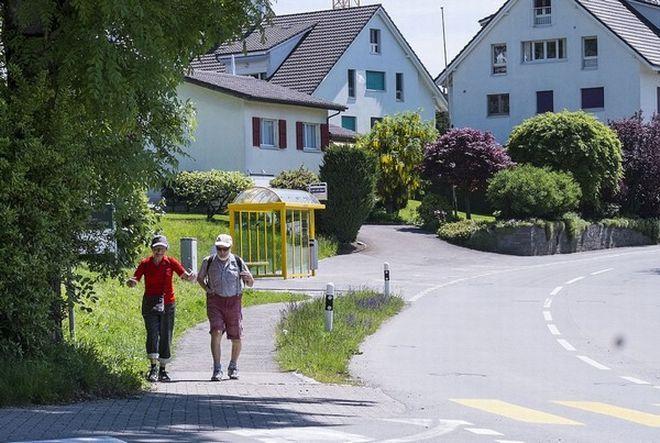 mini.press: Ελβετικό χωριό πλήρωσε πρόστιμο για να μη πάρει πρ...