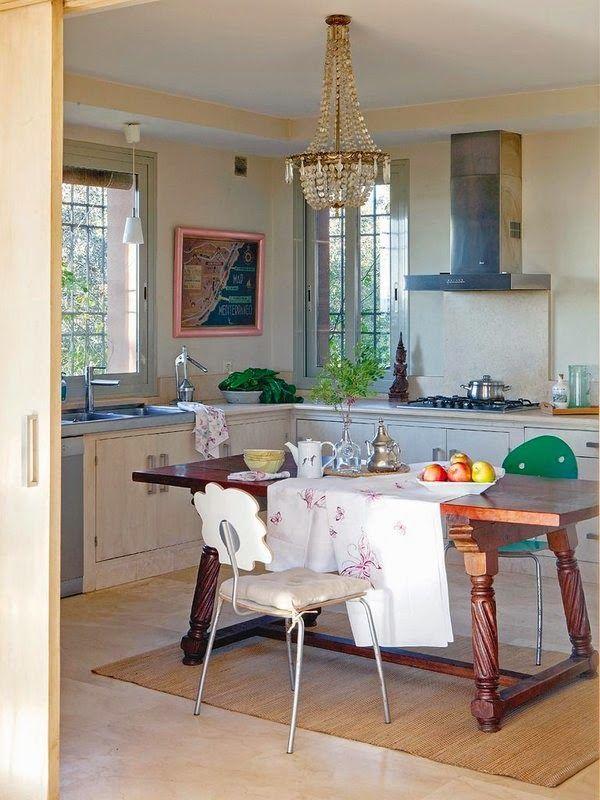 Amenajare în ivoar cu accente de roșu și violet într-o casă rustică din Spania Jurnal de design interior