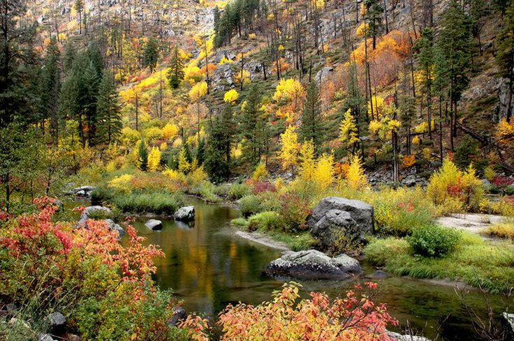 Beautiful autumnal scenery in leavenworth seattle usa 1 for Most beautiful places in america nature