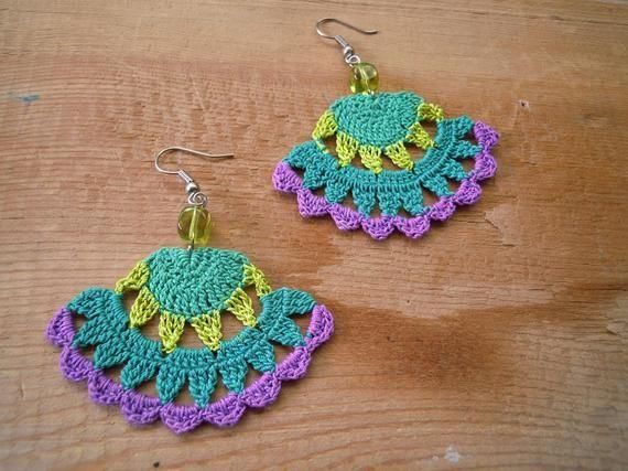 Gehäkelte Ohrringe fächerförmig grün lindviolett | Etsy   – Crochet