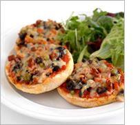 Ham, pepper and olive mini-pizzas