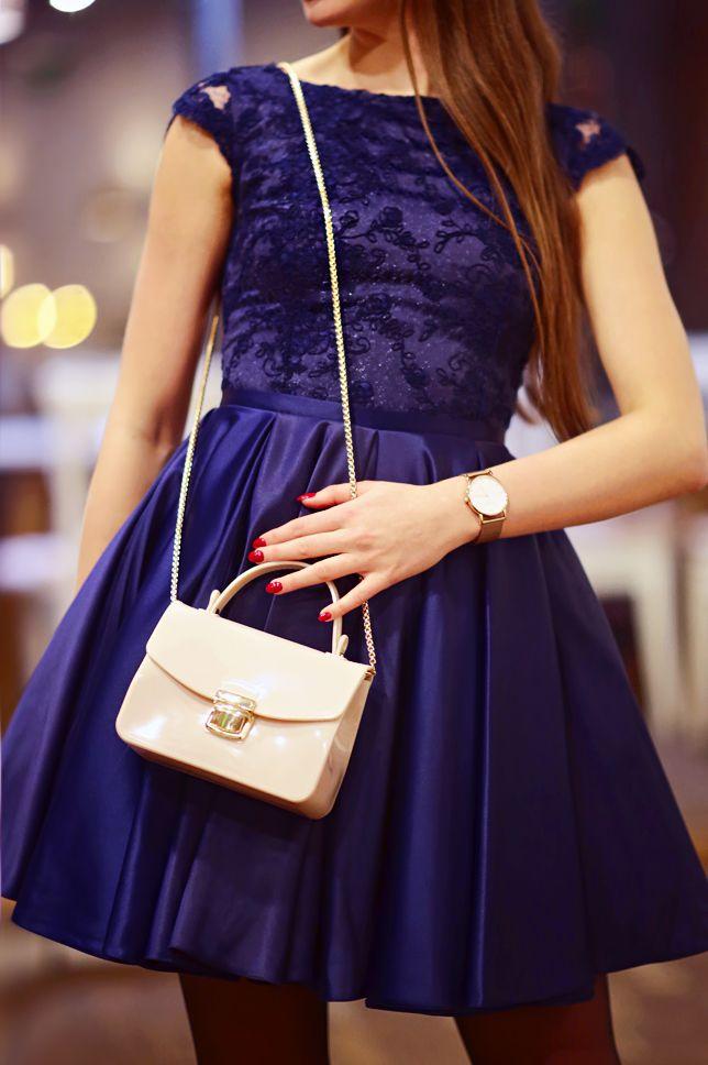 Granatowa Rozkloszowana Sukienka Bezowa Torebka Na Lancuszku I Rajstopy Ze Szwem Ari Maj Personal Blog By Ariadna Majewska Tulle Skirt Fashion Skirts